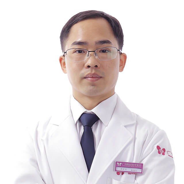 Plastic surgeon for liposuction, eyelids, in China